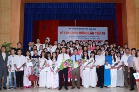 Trao học bổng Fuyo năm 2015-2016 cho 80 sinh viên xuất sắc