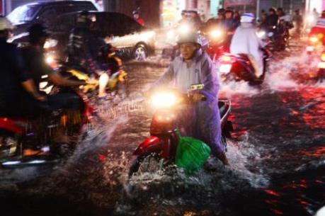 Tp. Hồ Chí Minh ngập nặng sau cơn mưa lớn chiều 26/9