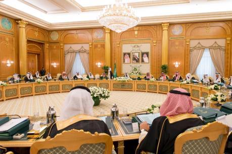 Saudi Arabia giảm lương các Bộ trưởng vì giá dầu thấp