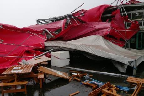 Bão Megi đổ bộ vào Đài Loan (Trung Quốc) làm hàng chục người bị thương
