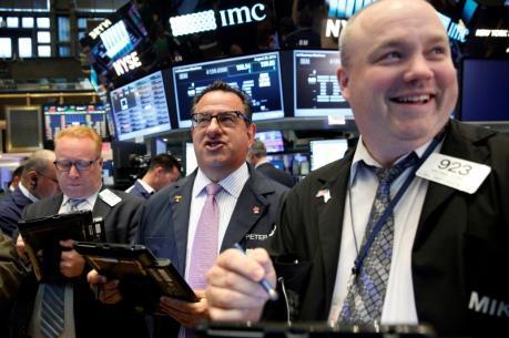 Phố Wall khởi sắc trở lại nhờ tín hiệu lạc quan từ kinh tế Mỹ