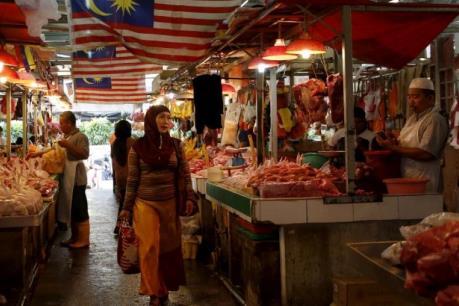 Người dân Malaysia chi 70% thu nhập cho các nhu cầu hàng ngày