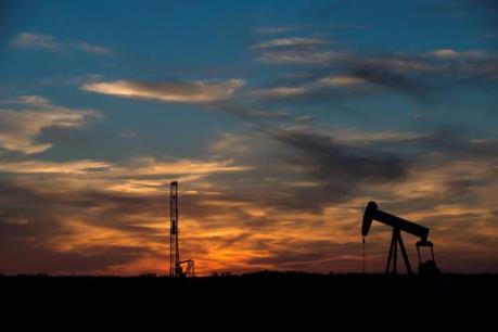 Giá dầu có thể tăng thêm 7-10 USD trong nửa đầu năm tới