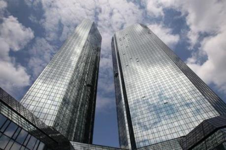 """""""Gã khổng lồ"""" Deutsche Bank phủ bóng đen lên chứng khoán châu Á"""