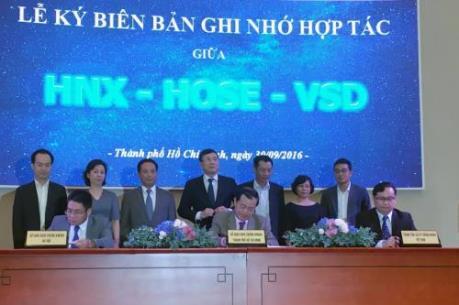 HOSE, HNX ký kết hợp tác với Trung tâm lưu ký chứng khoán Việt Nam