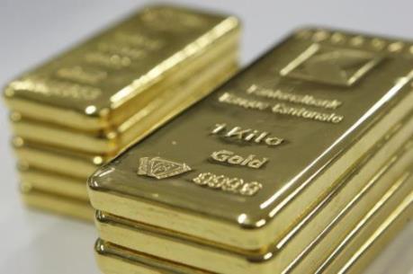 Giá vàng thế giới giảm hơn 3%