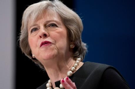 Thủ tướng Theresa May chỉ trích chính sách của BoE