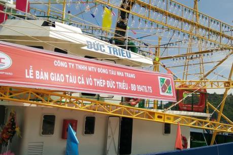 Bàn giao tàu cá hiện đại nhất Bình Định cho ngư dân