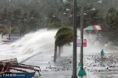 Dự báo thời tiết: Bão số 6 giật cấp 12 trên Biển Đông