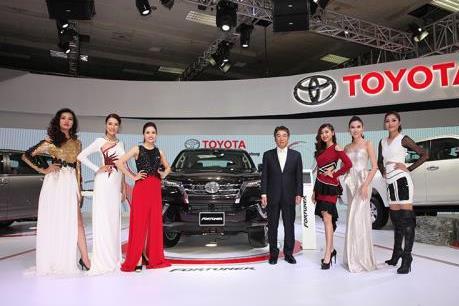 Toyota ra mắt Fortuner thế hệ mới và Hilux nâng cấp