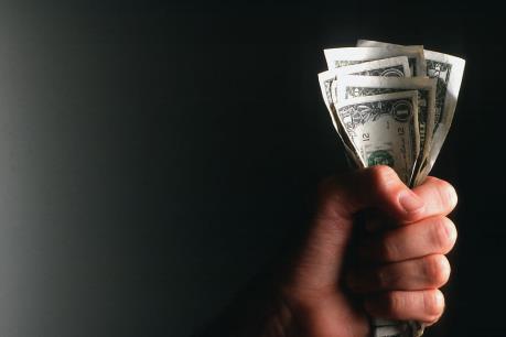 Chứng khoán chiều 7/10: Nhiều cố phiếu trụ giảm giá, VN-Index mất mốc 684