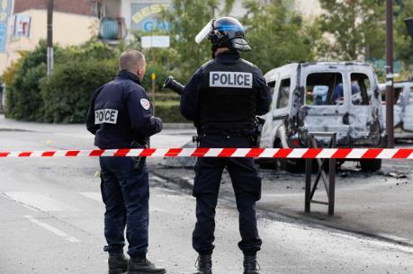 Pháp: 4 cảnh sát bị thương trong các vụ tấn công bằng bom xăng