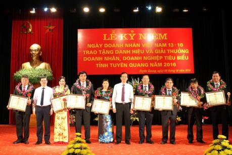 Trao tặng danh hiệu và giải thưởng doanh nhân, doanh nghiệp tiêu biểu