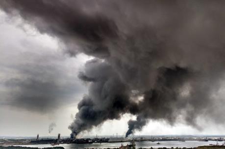 Nổ nhà máy lọc dầu ở miền Đông Trung Quốc