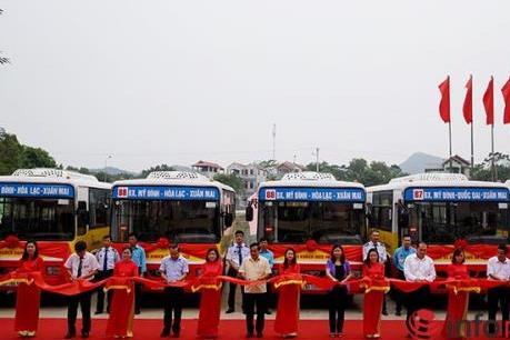 Khai trương hai tuyến buýt ra ngoại thành Hà Nội
