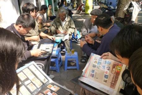 """Chợ tem Hà thành - """"Nốt lặng"""" giữa những ồn ào cuộc sống"""