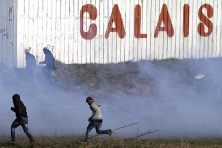 Pháp hối thúc Anh tiếp nhận trẻ vị thành niên tị nạn ở Calais