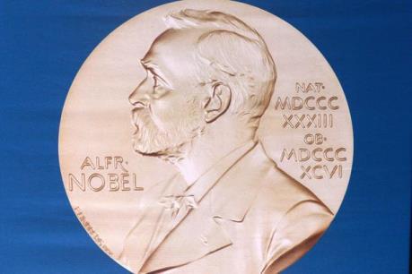 Giải Nobel Kinh tế thuộc về hai nhà kinh tế người Anh và Phần Lan