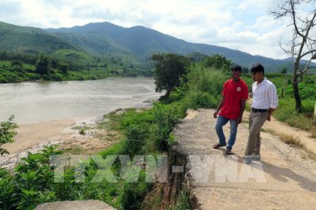 Sạt lở nghiêm trọng quanh thị trấn Kon Rẫy (Kon Tum)