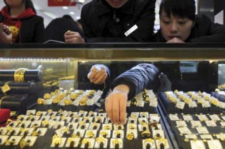 Giá vàng châu Á ngày 12/10 đi lên nhờ USD yếu