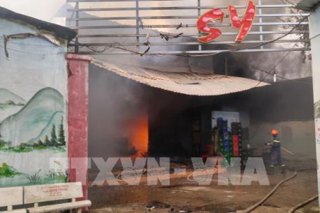 Hỏa hoạn thiêu rụi hoàn toàn một quán karaoke tại Tiền Giang