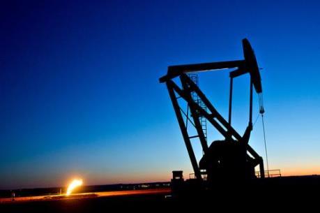 Giá dầu thế giới giảm do nguồn cung dư thừa