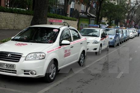 Xung quanh việc thu hồi gần 500 phù hiệu xe taxi