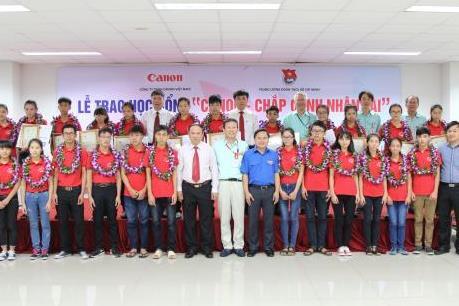 """Năm thứ 3, Canon Việt Nam triển khai học bổng """"Chắp cánh nhân tài"""""""