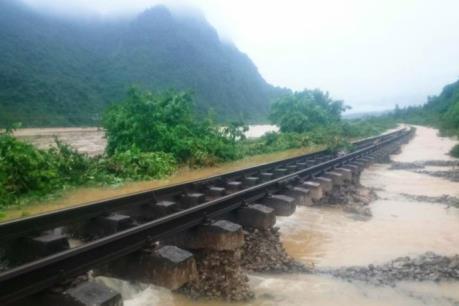 Khắc phục hầu hết các đoạn đường sắt bị ảnh hưởng lũ lụt miền Trung