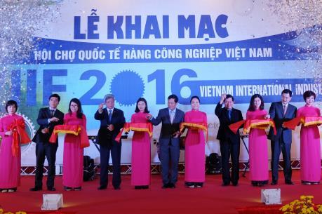 Khai mạc hội chợ quốc tế hàng công nghiệp Việt Nam 2016