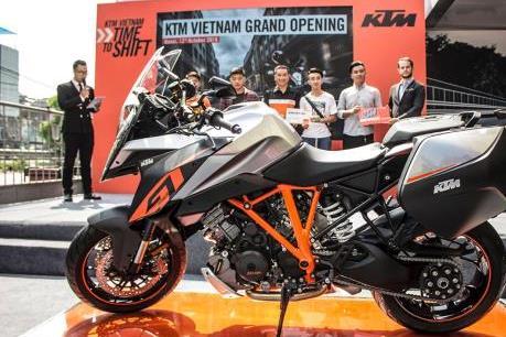 Siêu mô tô KTM 1290 Super Duke đầu tiên về Việt Nam giá từ 690 triệu đồng