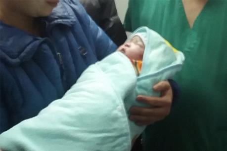 Cao Bằng: Đón bé gái đầu tiên chào đời bằng thụ tinh nhân tạo