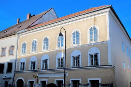 Sẽ phá hủy ngôi nhà từng là nơi chào đời của Adolf Hitler