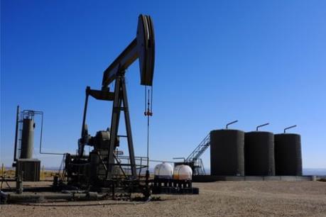 Giá dầu thế giới tăng nhờ sức tiêu thụ nhiên liệu của Mỹ