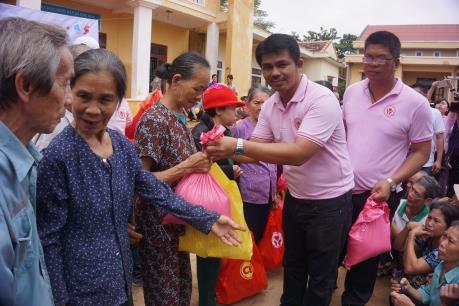 C.P. Việt Nam hỗ trợ 1000 phần quà tới đồng bào miền Trung