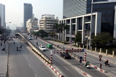 Hà Nội: Phân luồng giao thông phục vụ thi công cầu vượt tại nút giao Láng Hạ - Thái Hà