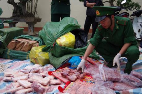 Thu giữ hơn 1,3 tấn thực phẩm đông lạnh vận chuyển trái phép qua biên giới