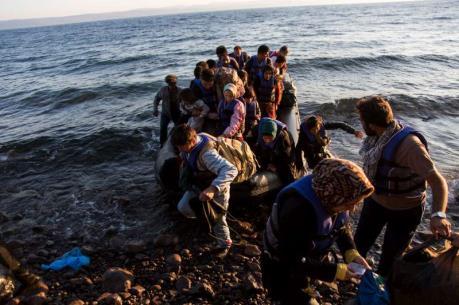 2.400 người được cứu, 14 người thiệt mạng ở ngoài khơi Libya