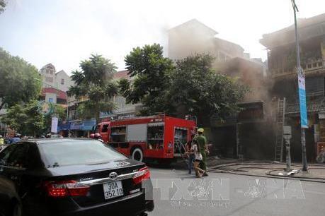Cháy cửa hàng bán tranh trên phố Nguyễn Thái Học