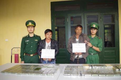 Thanh Hóa: Bắt hai đối tượng vận chuyển 69 bánh heroin