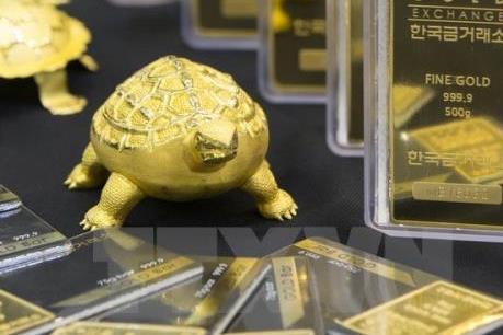 Giá vàng châu Á rơi xuống mức thấp nhất của hai tuần