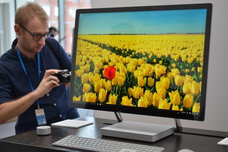 Surface Studio - Siêu phẩm máy tính để bàn đầu tiên của Microsoft