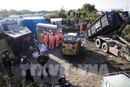 Pháp hoàn tất chiến dịch xóa sổ khu trại tị nạn ở Calais