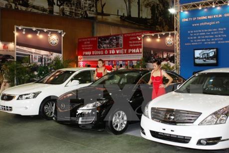 Lượng ô tô nhập khẩu giảm vì chờ chính sách