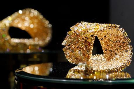 Giá vàng vẫn chịu sức ép từ sự tăng giá của đồng USD