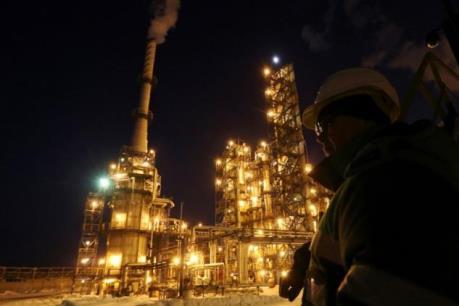 Giá dầu thế giới tăng nhờ cam kết cắt giảm sản lượng của OPEC