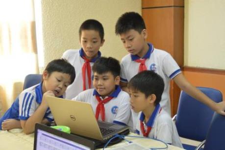 Học sinh Hà Nội thi tài lập trình sáng tạo