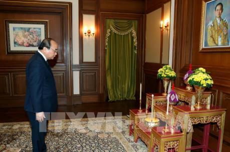 Thủ tướng Chính phủ Nguyễn Xuân Phúc viếng Nhà vua Thái Lan