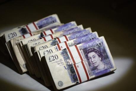 """Đồng bảng Anh yếu """"đe dọa"""" hoạt động chi tiêu tiêu dùng"""