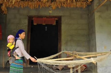 Những hình ảnh đẹp về nghề xe lanh dệt vải của người Mông